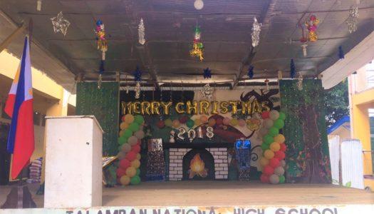 学校でクリスマスパーティー!?